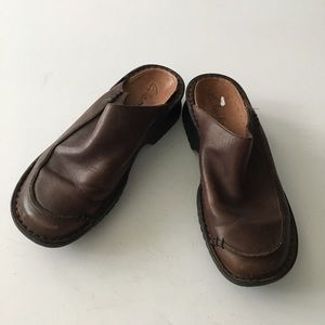 Clarks leather square toe leather mules clogs